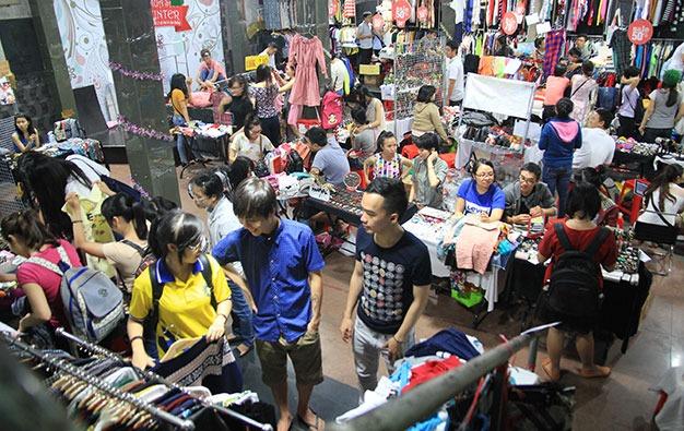 Chợ phiên Sài Gòn: nhộn nhịp từ sáng đến đêm - Tuổi Trẻ Online